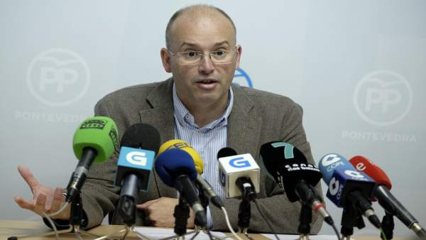Miguel Tellado se reúne con el PP de Pontevedra.