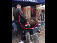 Un ultra del Betis agrede a un hombre en Bilbao al grito de 'Arriba España'