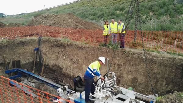Visita a las obras en la red de abastecimiento de agua de Las Infantas.