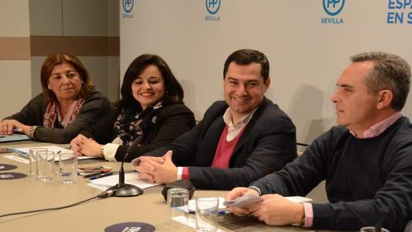 Juanma Moreno, junto a Juan Bueno y Virginia Pérez