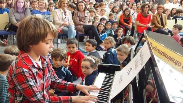 Gamarra visita escuela de música
