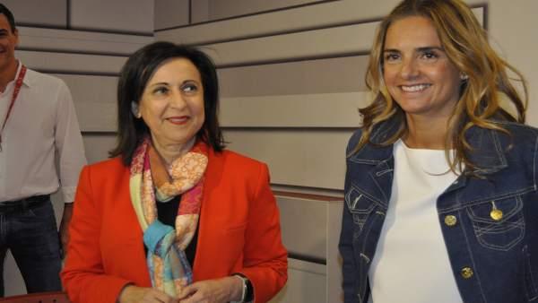 Margarita Robles y Susana Sumelzo, en la sede del PSOE esta tarde