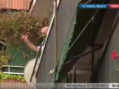 Un vecino de Tetuán amenaza con tirarse por la ventana