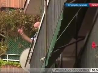 Amenaza con tirarse por la ventana si le desahucian