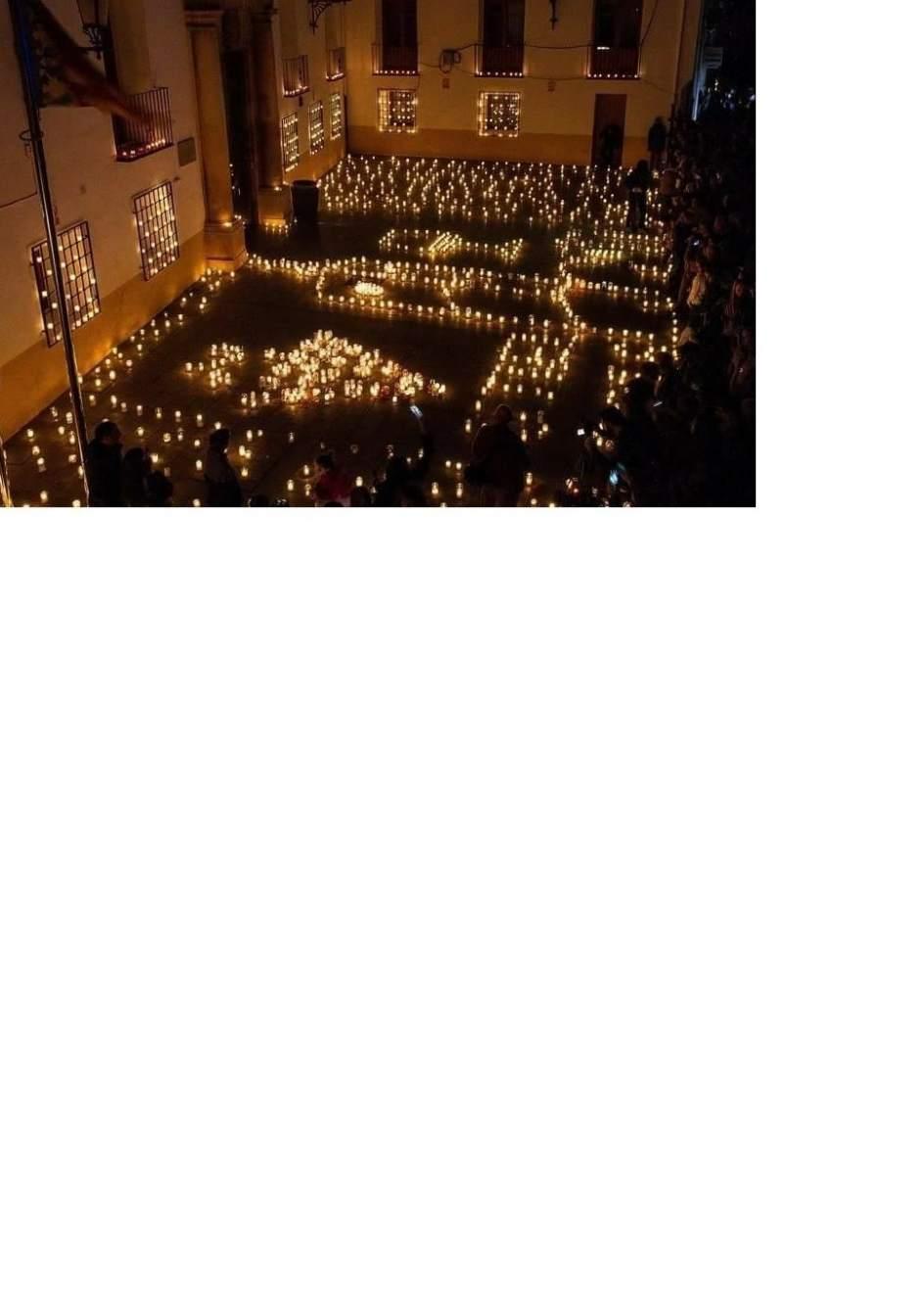 Utiel ilumina sus calles con cirios en la iii for Pisos en utiel