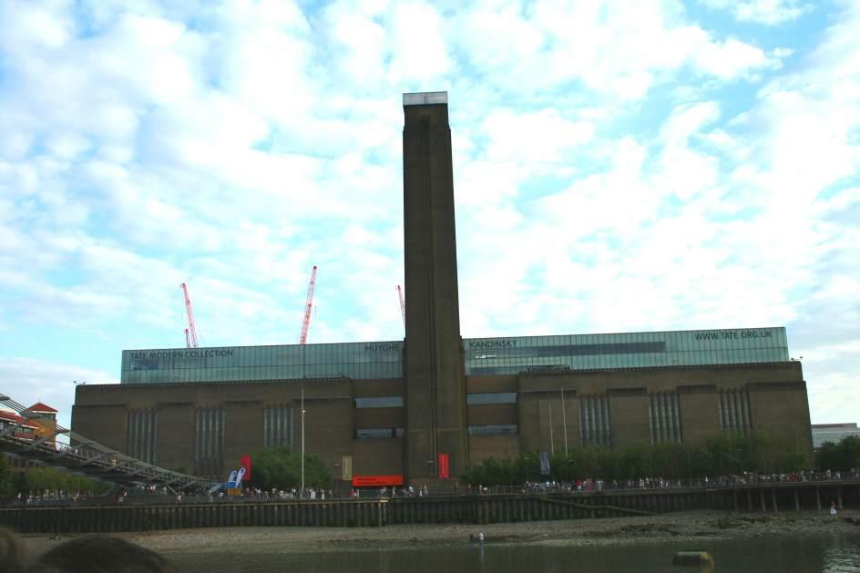 Las galerías Tate piden al personal dinero para regalar un velero al director