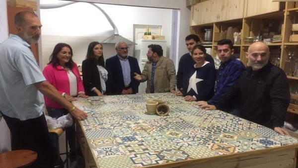 María Márquez visita la cooperativa DesatandoSocialLab.