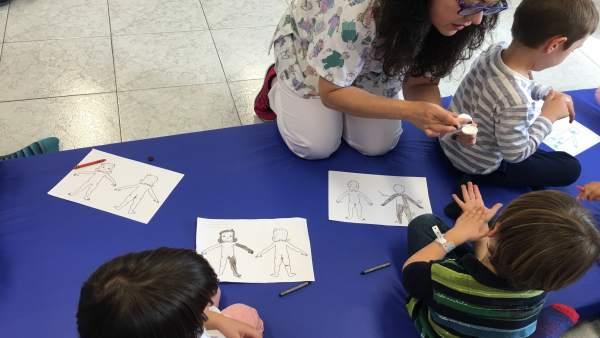 Taller escuela de atopia dermatitis atópica málaga salud niños menores hospital