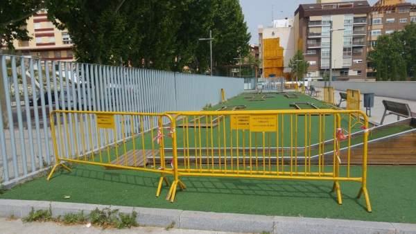 Zona de juego en la avenida de Granada.