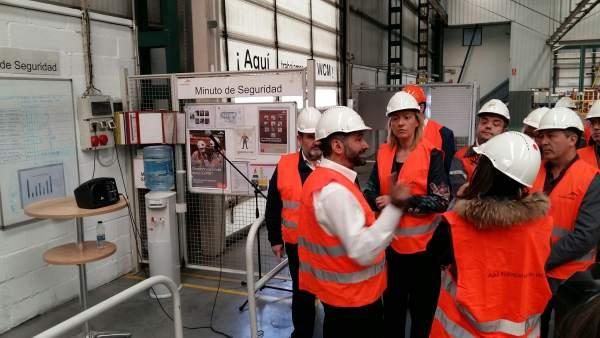 Marta Gastón visita la planta Arcelor Mittal en Pedrola.