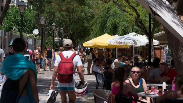 Els valencians van gastar un 12% més en Setmana Santa que la resta d'espanyols amb 265 euros de mitjana, segons Cetelem