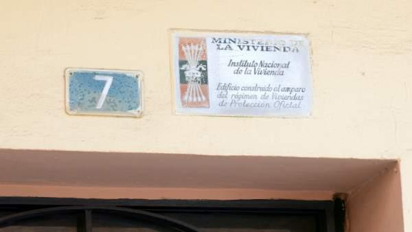 Paiporta iniciarà el dimarts la substitució de plaques amb simbologia franquista en habitatges protegits