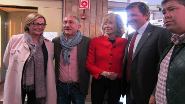 María Teresa Fernández de la Vega junto a Javier Fernández y Pepe Álvarez
