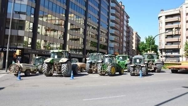 Tractores de agricultores en Asaja, en Lleida
