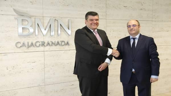 Salvador Curiel e Ildefonso Cobo firman acuerdo entre CajaGranada y Cosital