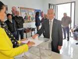 Gabriel Amat (PP) vota al candidato al Congreso Provincial de su partido
