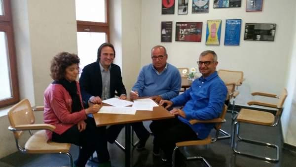 Tres asociaciones de Pollensa firman apoyo alquiler vacacional Aptur