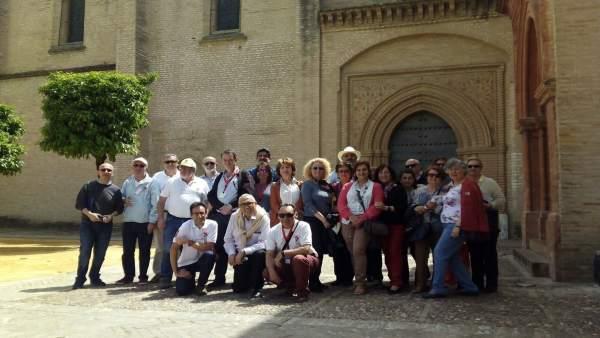 Foto de familia de los organizadores de la visita.