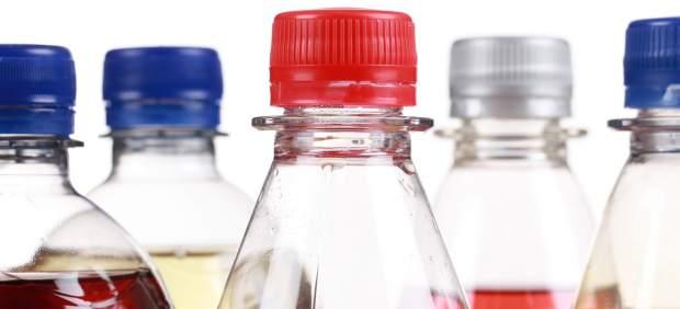 Detectan mayor riesgo de muerte prematura en mujeres que toman habitualmente bebidas azucaradas