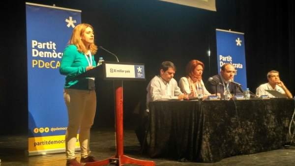 Marta Pascal interviene en un acto del PDeCAT en Tàrrega (Lleida)