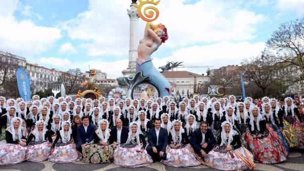 Las 'belleas' han llenado de color la céntrica plaza de la capital