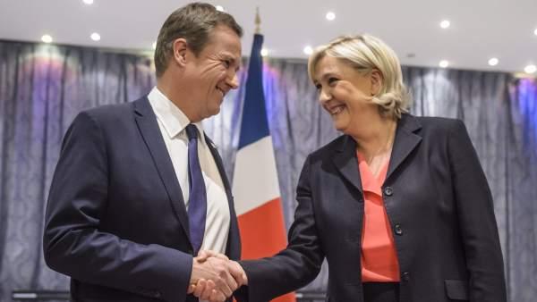 Nicolas Dupont-Aignan y Le Pen