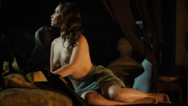 Emilia Clarke Desnuda En Su Nuevo Filme La Voz De La Piedra