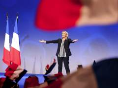 """Le Pen propone que cohabiten dos monedas en Francia: """"El euro ha muerto"""""""