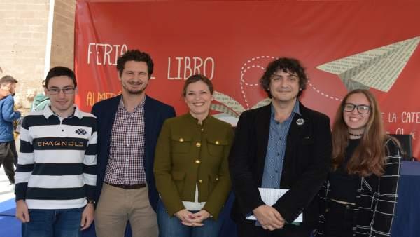 Ganadores del certamen de microrrelatos en la Feria del Libro de Almería