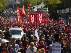 Miles de personas asisten a la manifestación del Primero de Mayo