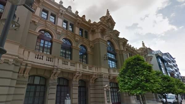 El Ayuntamiento Renovar La Pintura De Sala Los Palcos Y