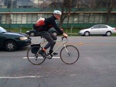 Métodos para hacerte ver cuando vas en bicicleta