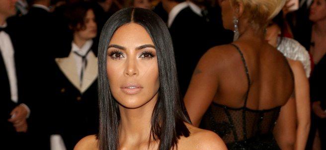 Kim Kardashian, toda de blanco