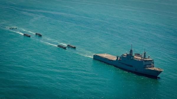El buque anfibio Castilla en un ejercicio en aguas marroquíes