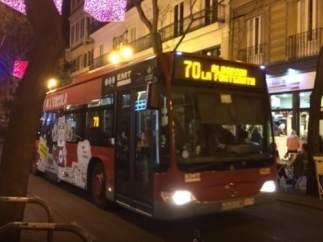 València prohíbe aparcar en el carril-bus por las noches