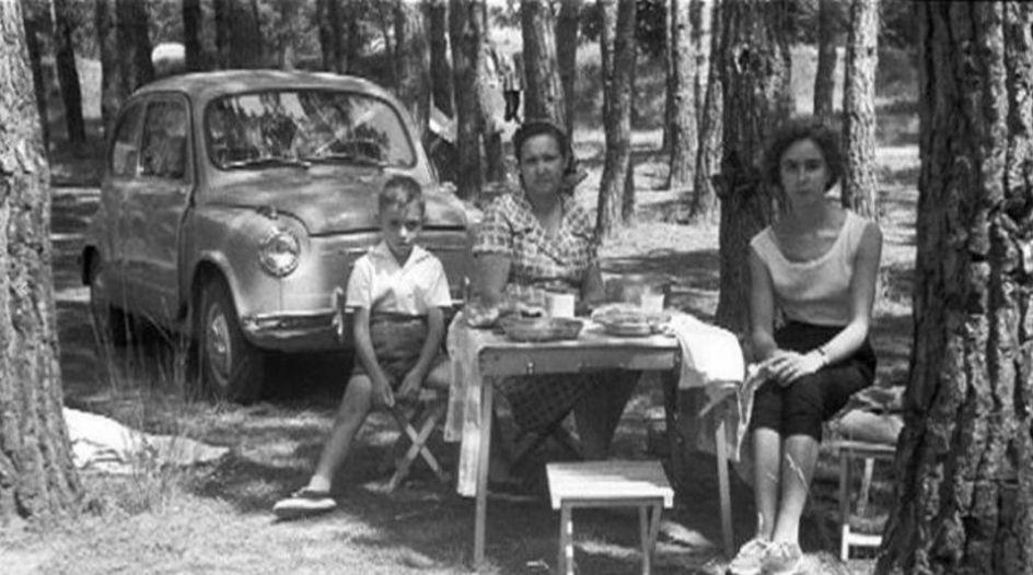 La historia de un mito. El primer Seat 600 salió de la Zona Franca de Barcelona el 27 de mayo de 1957 con el número de bastidor 100.106 - 400.001.