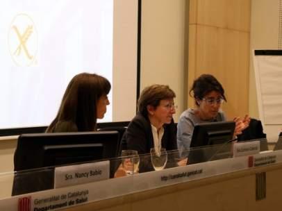 Nancy Babio, presidenta del CODIUCAT, Carmen Cabezas, Subdirectora general Subdirecció general de Promoció de la Salut y Olga Cuesta, presidenta de Celiacos de Cataluña.