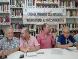 Anguita (izda.) y el resto de miembros del Colectivo Prometeo