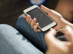 El truco para ahorrar batería cambiando el fondo de pantalla del móvil