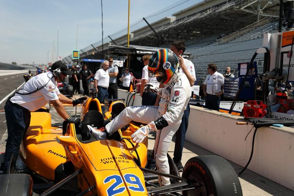 Alonso logra el mejor tiempo en el primer ensayo para las 500 Millas de Indianápolis
