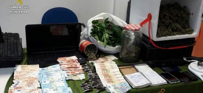 Efectos intervenidos en Utrera (Sevilla) de un grupo de venta de droga