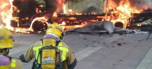 Arde un camión de pollos a l'ast en el centro de Amposta (Tarragona)
