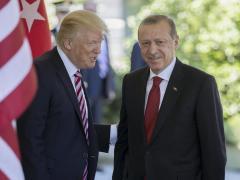 Trump aumenta aranceles al acero y al aluminio de Turquía ante el desplome de la lira