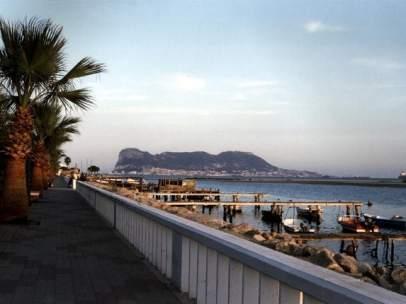Vista de Gibraltar desde el paseo de Palmones, Los Barrios (Cádiz)