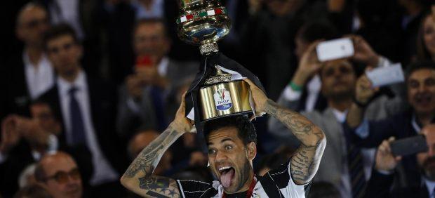 Dani Alves anuncia su marcha de la Juventus