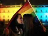Beso por la igualdad de derechos y la visibilidad.
