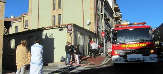 Bomberos intervienen en un incendio en un piso de estudiantes en 2016