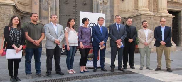 Presentación programación con el alcalde y Pacheco en el centro