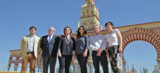 La alcaldesa y los concejales en la portada de la Feria
