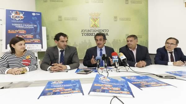 Presentación del torneo en el Ayuntamiento de Torrelavega